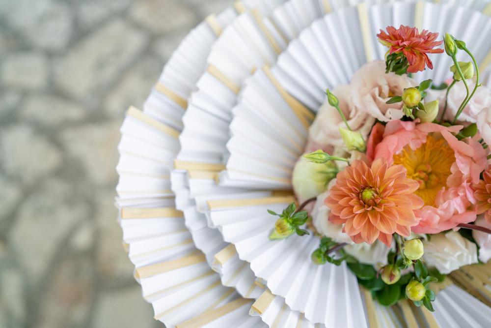 Corallo, il colore del sentimento che scalda il candore delle nozze